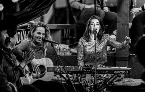 Nieuwsbericht: Krystl & Rachèl Louise: nieuw en veelzijdig duo bij LoveSound