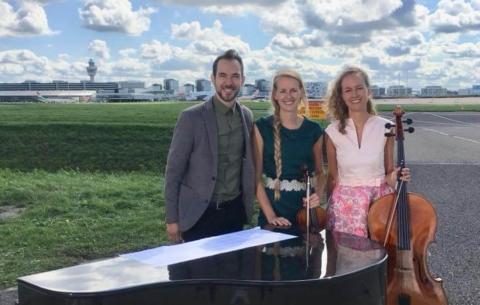 Nieuwsbericht: Little Symphony speelt op Schiphol bruiloft